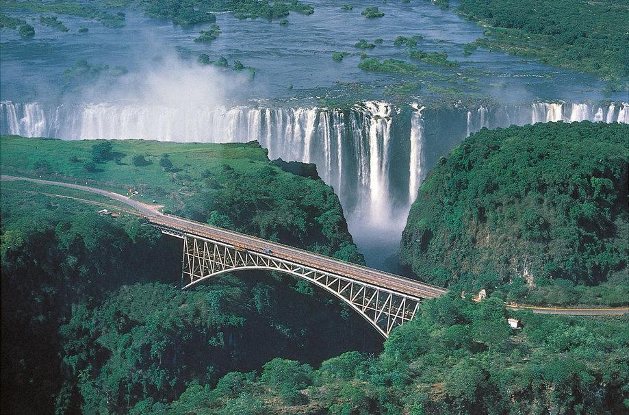 Super Les chutes Victoria, une merveille de la nature en plein cœur de l  OQ26