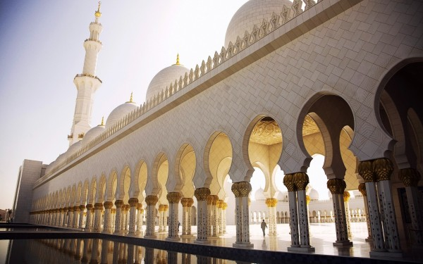 Abu-dhabi-sheikh-zayed-mosque-arches-square-minaret-dome-1200x1920