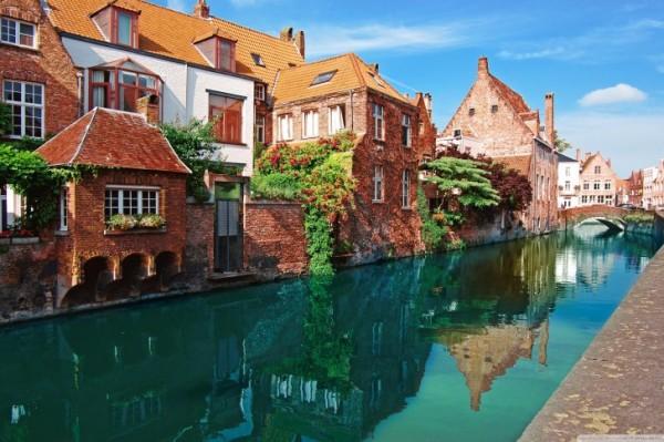 Bruges-Belgique-large-485x728