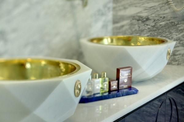 Lapis-Bathroom