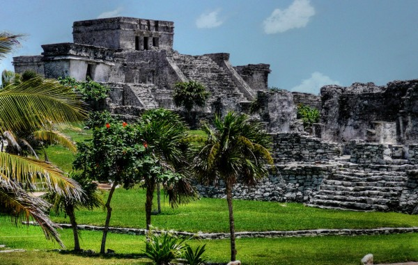 Tulum_-_Mayan_Pyramid