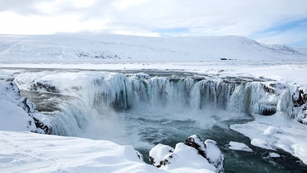 godafoss-n​orth-icela​nd-winter-​600x338