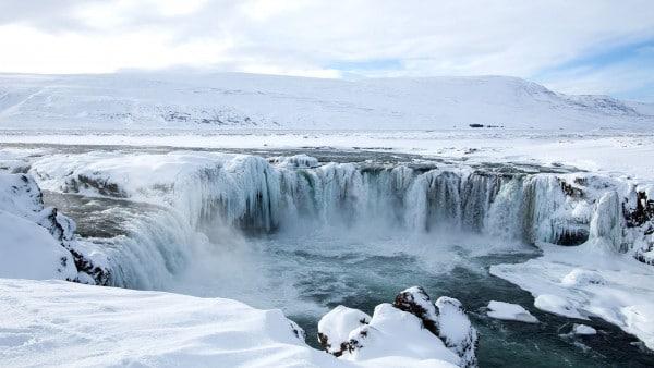 godafoss-north-iceland-winter-600x338