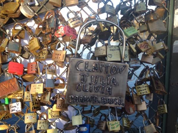 pont des arts paris amoureux cadenas love lock parana brésil locker clef street